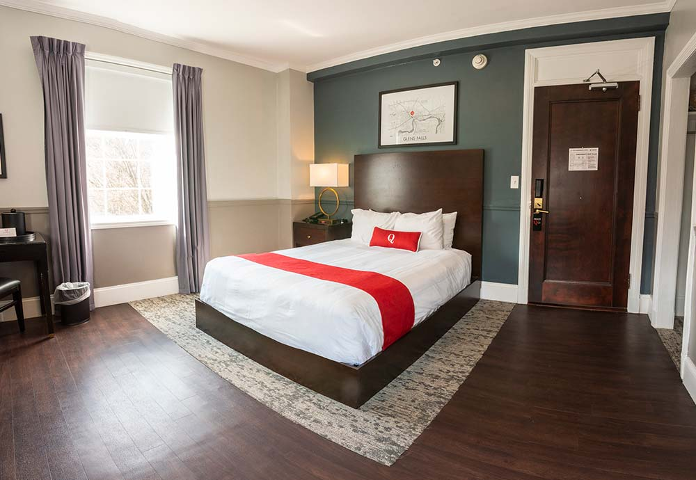Accessible hotel room with queen bed